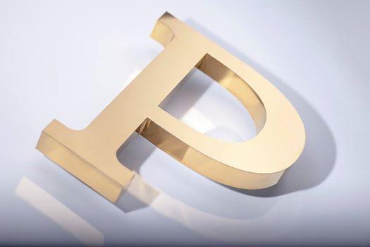 Объемный символ из металла